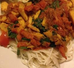 Squid and tomato rice spaghetti